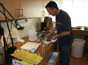 mike-b-making-wine-003cs